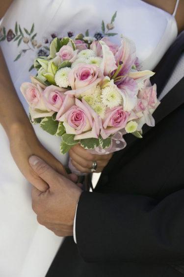 女性・男性、日本の結婚年齢が異なる不思議